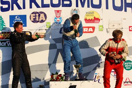 Michał Guranowski na podium zawodów rallycross | Pasja przekazywana kolejnym pokoleniom